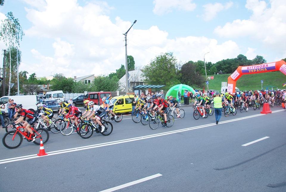 Дорогами Чернігівщини пройшов відкритий кубок із велоспорту на шосе (Фото)