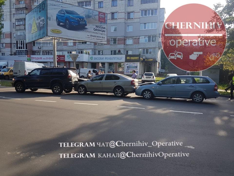 Потрійна ДТП на проспекті Миру (Фотофакт)