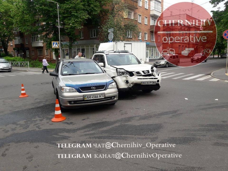 Чергова ДТП на злощасному перехресті: троє осіб постраждали (Фото)