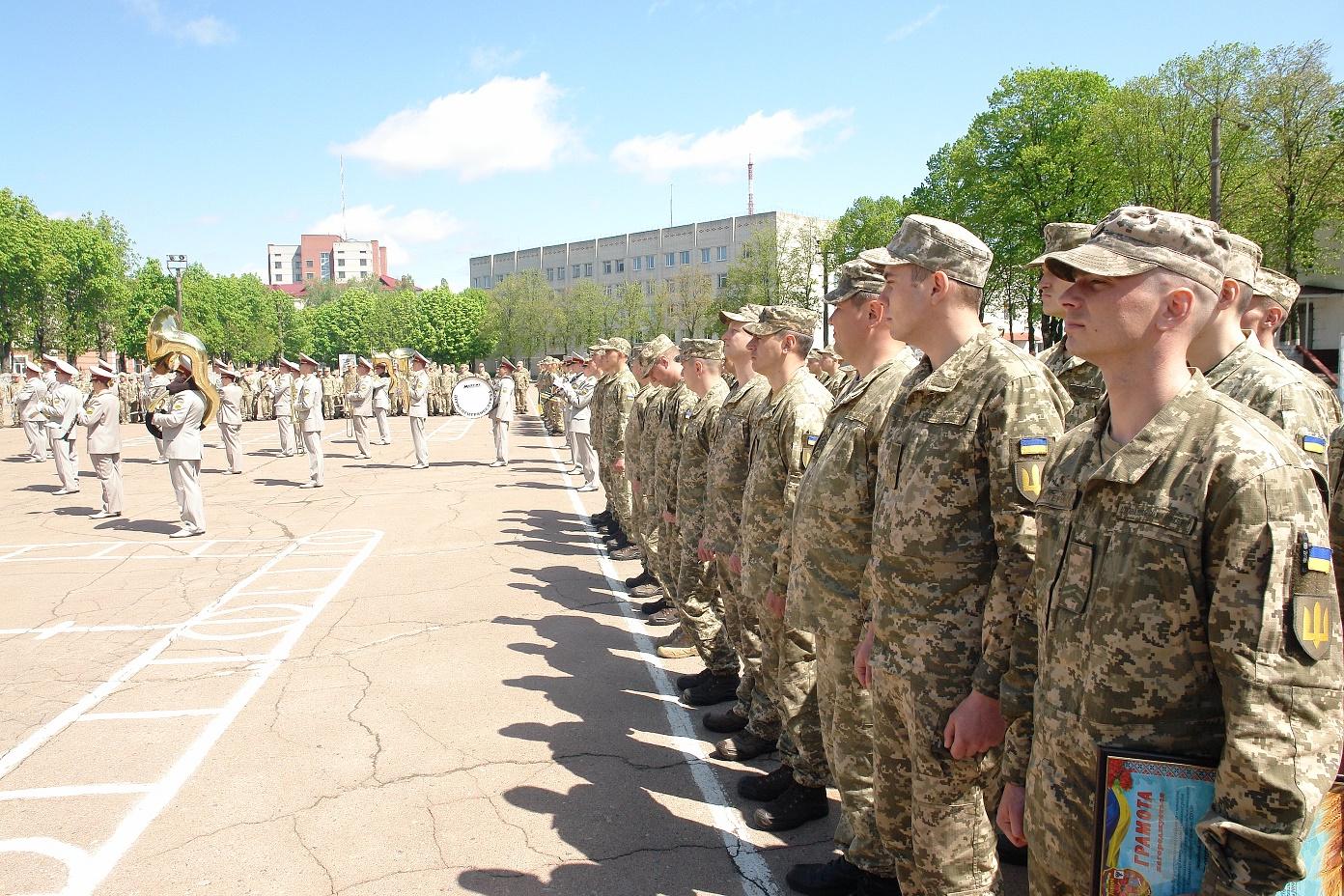 Військовослужбовці навчального центру Державної спеціальної служби транспорту відзначили день частини (Фото)