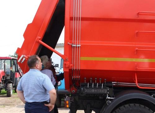 Новий потужний сміттєвоз придбано для селищного КП (Фото)