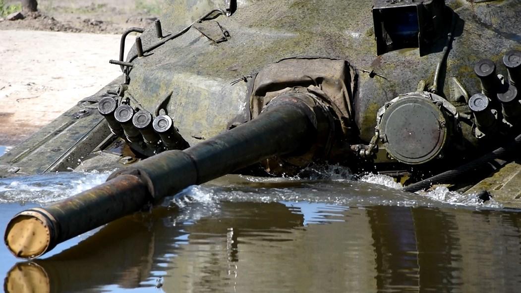 У Десні танки йдуть під воду (Фото)