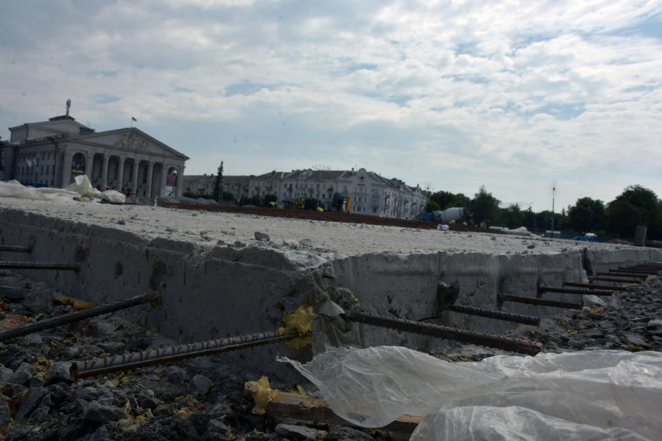 Триває реконструкція Красної площі (Фото)