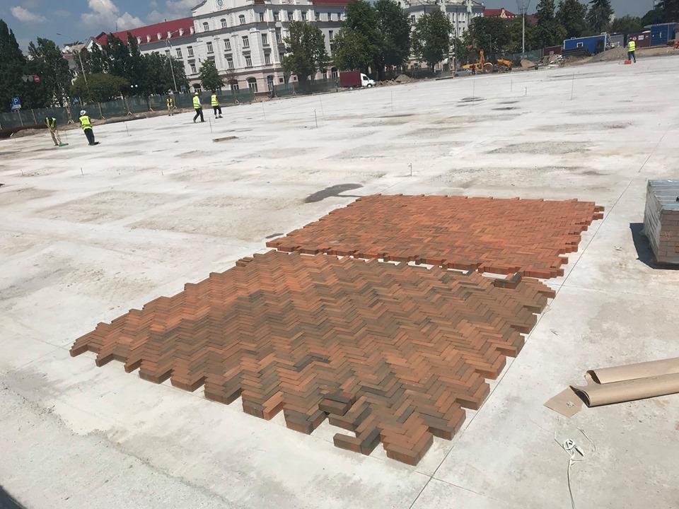 На Красну площу завезли клінкер (Фотофакт)