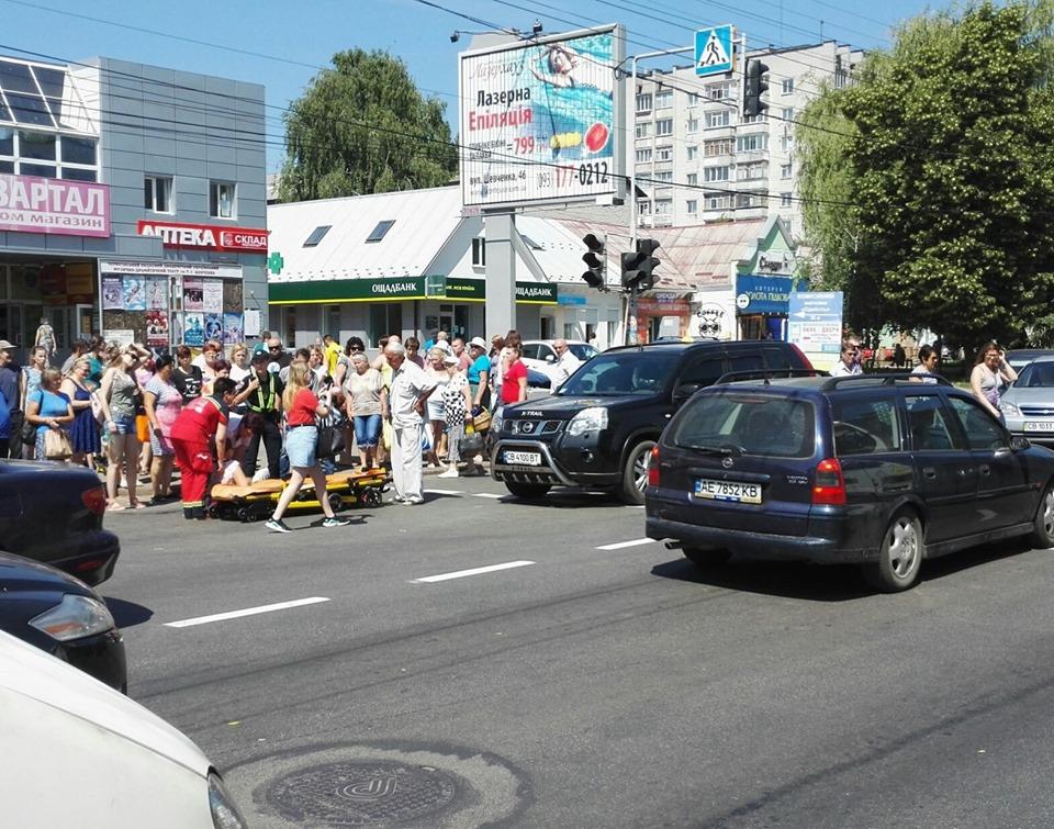 У Чернігові на пішохідному переході збили жінку (Фото)