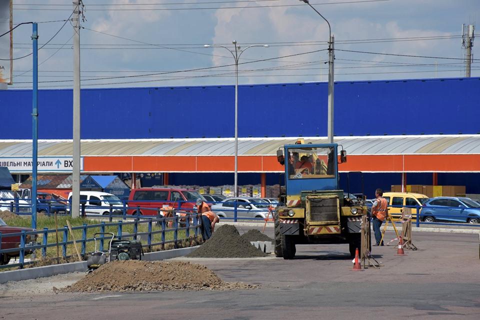 Транспортну розв'язку на перехресті Бєлова – Кільцева удосконалять (Фото)