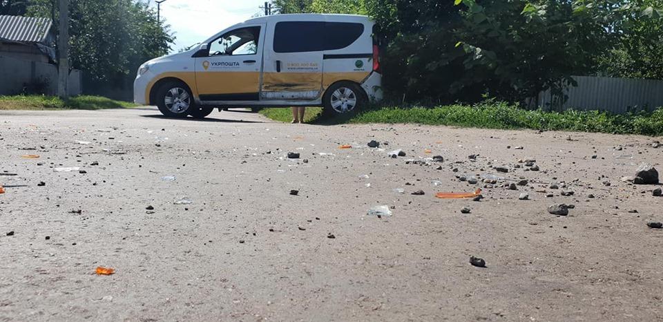 Автівка «Укрпошти» потрапила у ДТП (Фото)