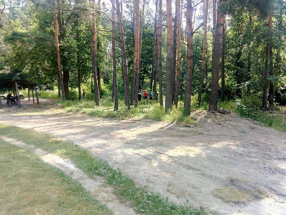 У Прилуках небайдужі містяни відновлюють місце відпочинку (Фото)