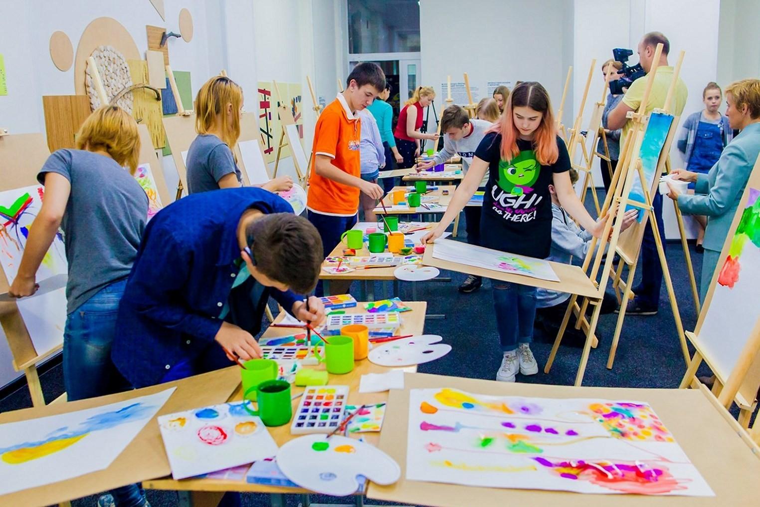 У Чернігові відкрили інклюзивну креативну студію для молоді «MICS 4U»