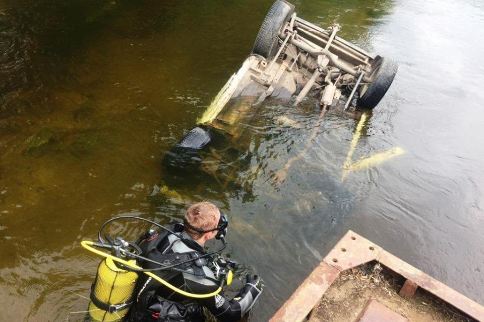 ДТП на Чернігівщині: у Снов з мосту впав легковик з водієм (Фото)
