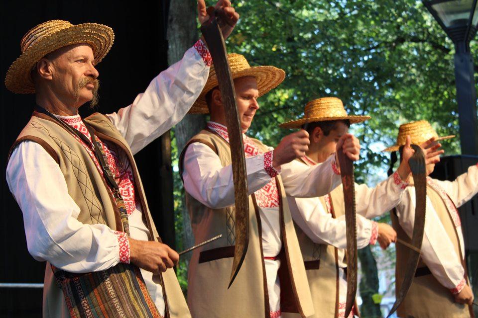 «Сіверські клейноди» на святі меду та часнику (Фото)
