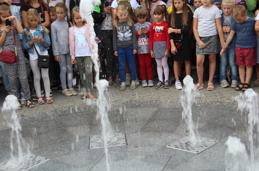 У Ніжині відкрили пішохідний світлодинамічний фонтан