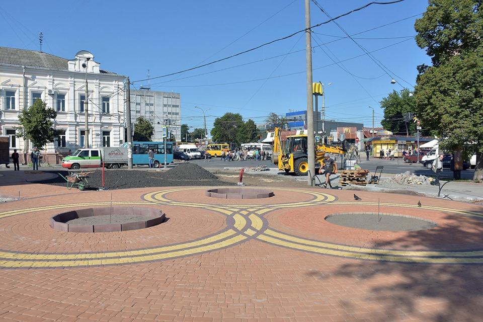 Мінісквер біля центрального ринку вже майже готовий (Фото)