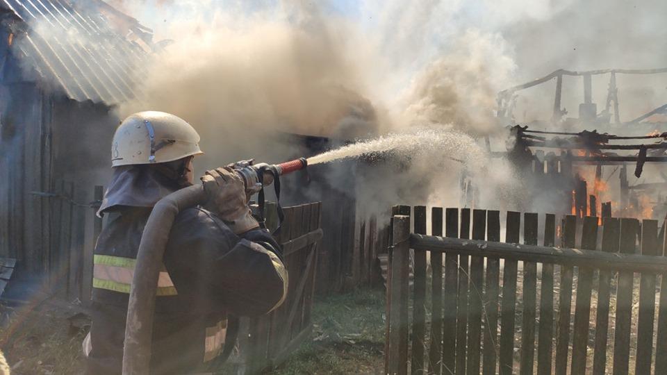 На Чернігівщині чоловік витягнув із пожежі двох малолітніх дітей (Фото)