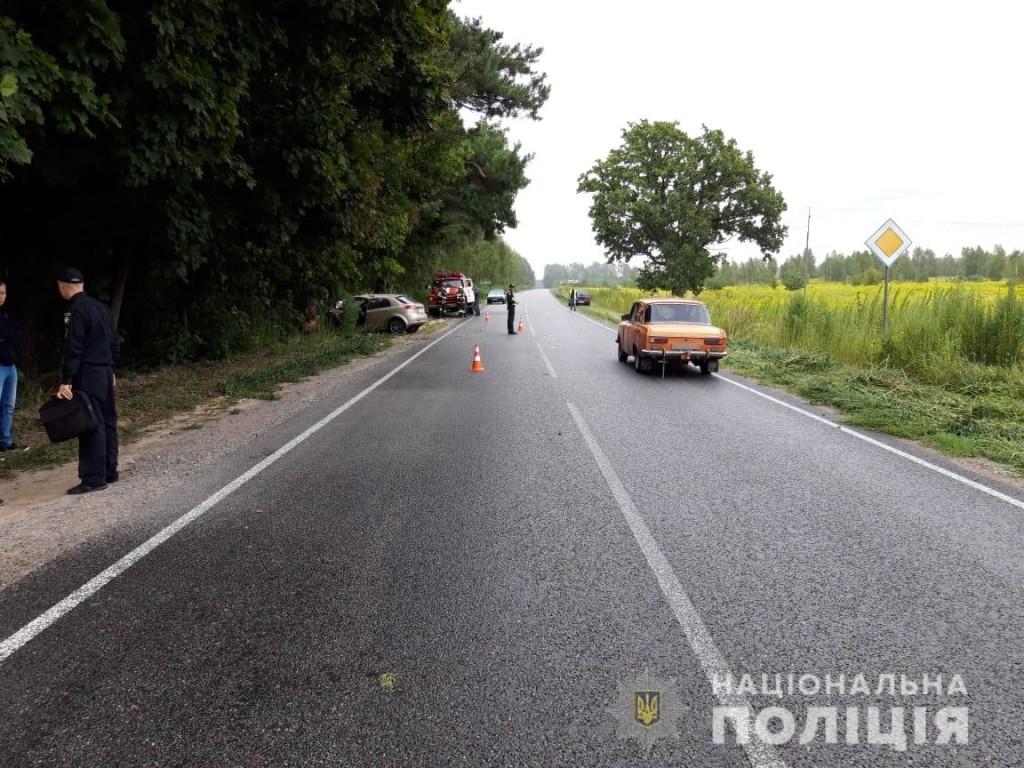 У Шостці у ДТП загинула жінка з Чернігівщини: донькою загиблої опікуються медики (Фото)