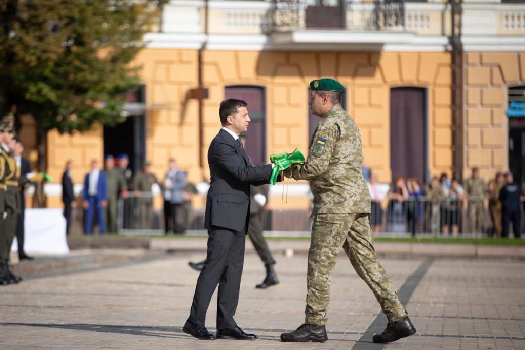 Президент присвоїв почесне найменування чернігівській військовій частині