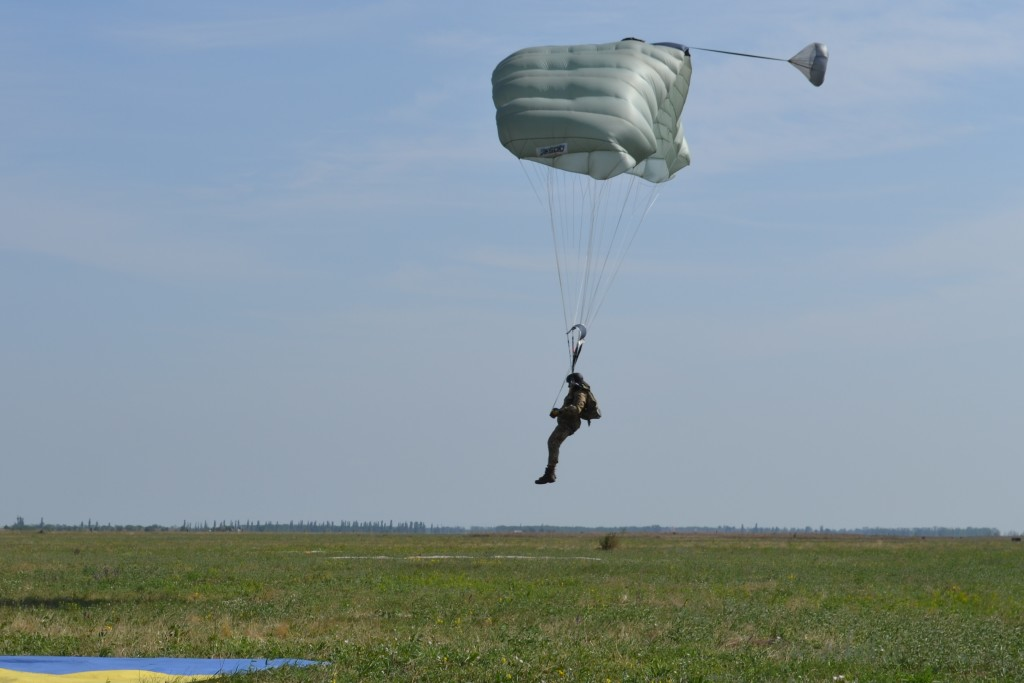 Чернігівські науковці випробують парашути з США (Фото)