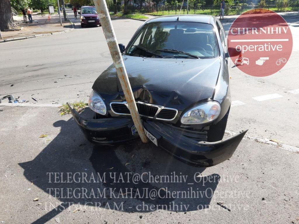 На перехресті Полуботка та Молодчого сталася ДТП із постраждалими (Фото)
