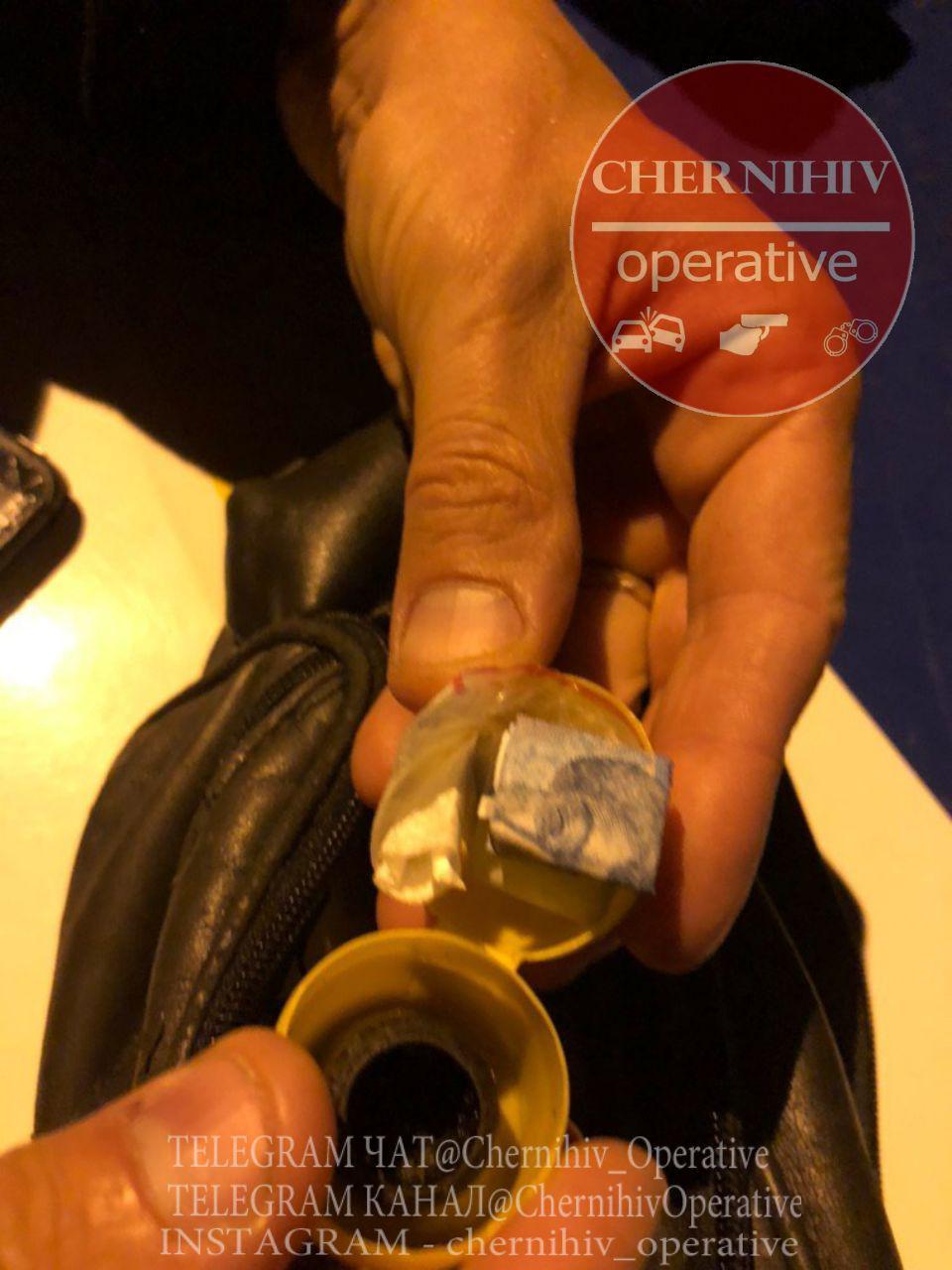 У 30-річної чернігівки виявили наркотики (Фотофакт)