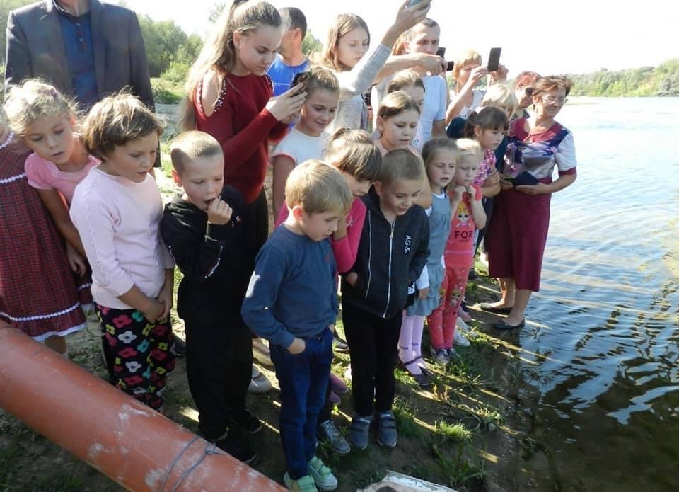 Сільським дітлахам показали «рибне новосілля» (Фото)