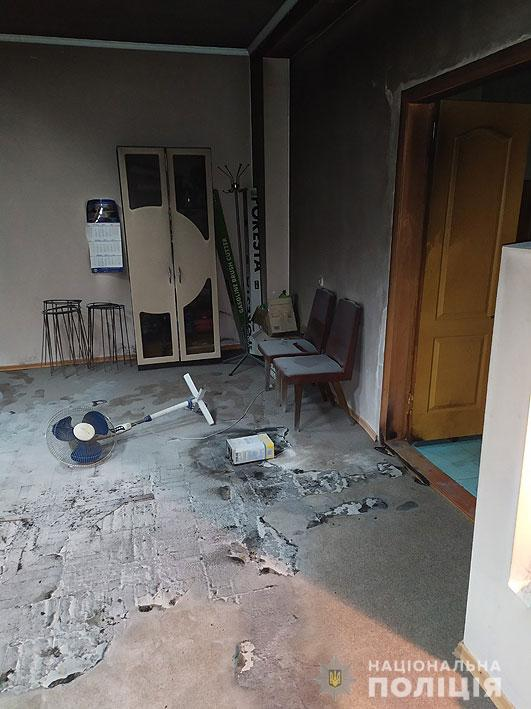 Сіверянин у неадекватному стані порізав ножем сусідів та родичів