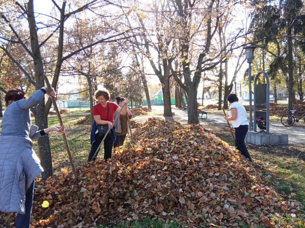У громаді на Чернігівщині вийшли на велике прибирання