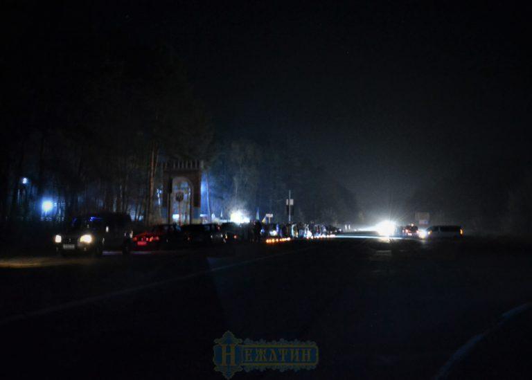 Ніжинці живим коридором зустріли тіло загиблого бійця (Фото)