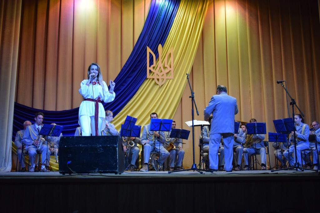 Духовий оркестр виступив у Бахмачі на честь Дня захисника України (Фото)