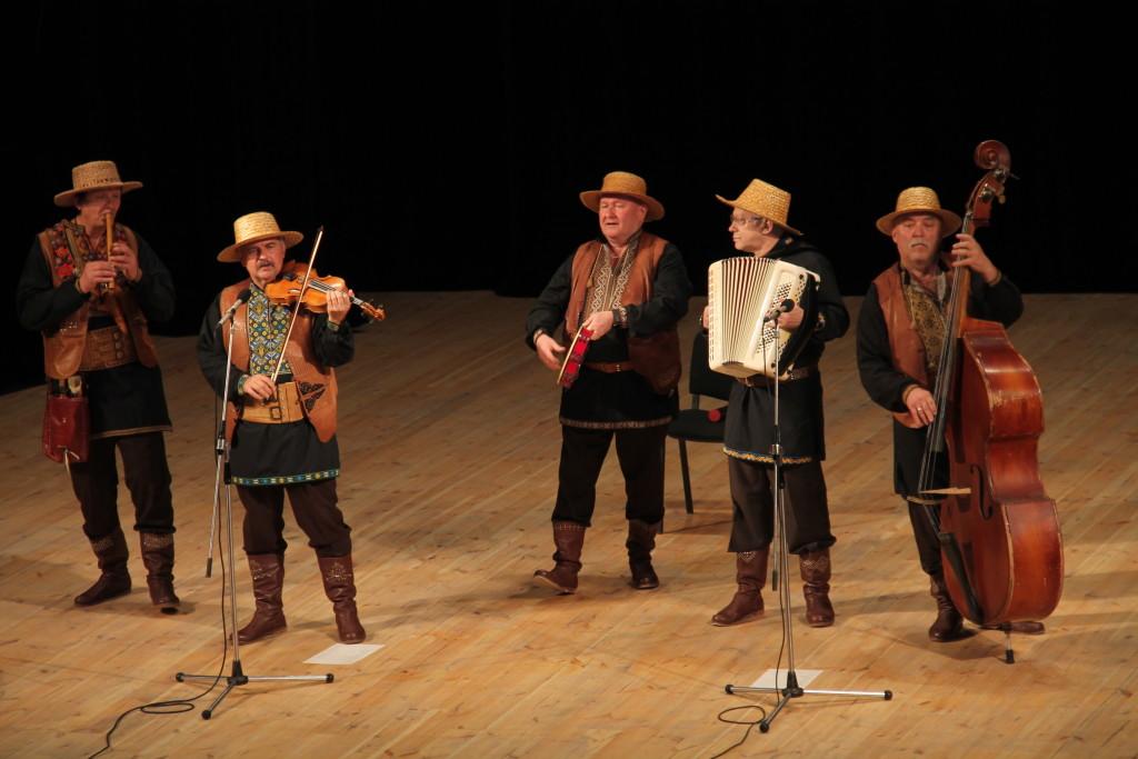 Фольклорний ансамбль «Веселі музики» взяв участь у творчому проєкті  (Фото)