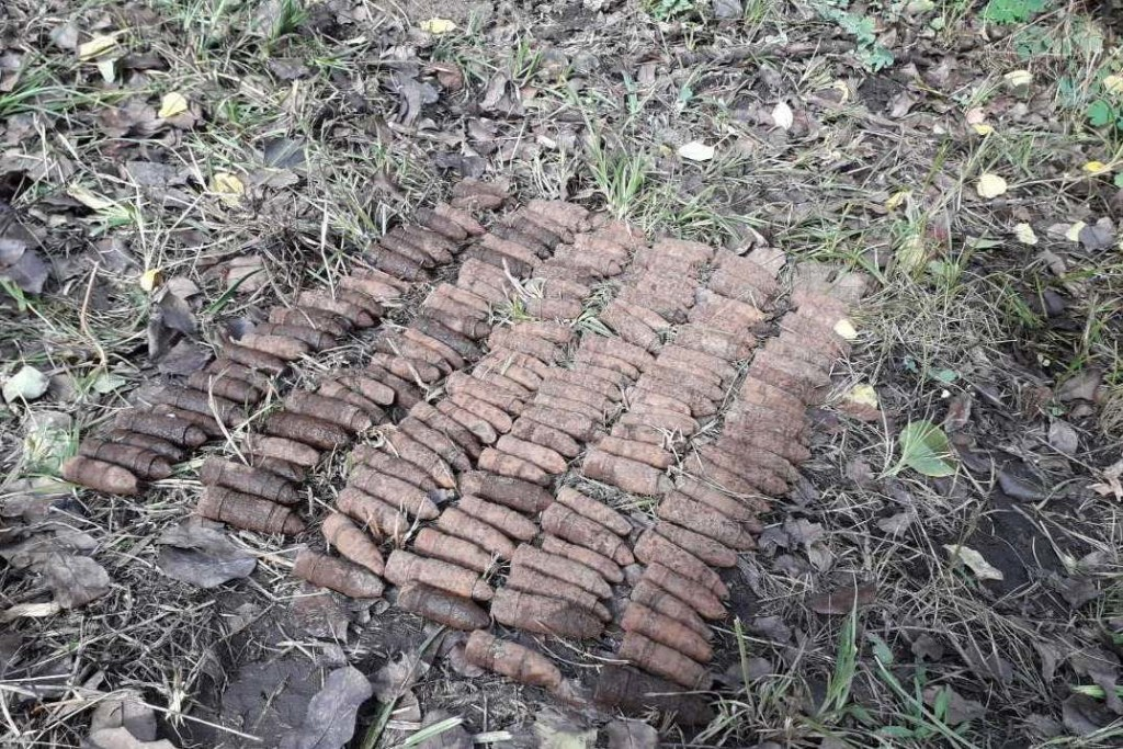 На перехресті вулиць Любецька та Громадська знайшли 156 артилерійських снарядів (Фото)