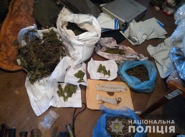 У Бобровиці чоловік тероризував місцеве населення