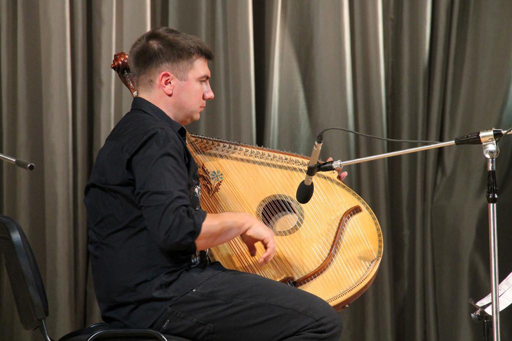 Бандура «по-новому» – на сцені філармонійного центру (Фото)