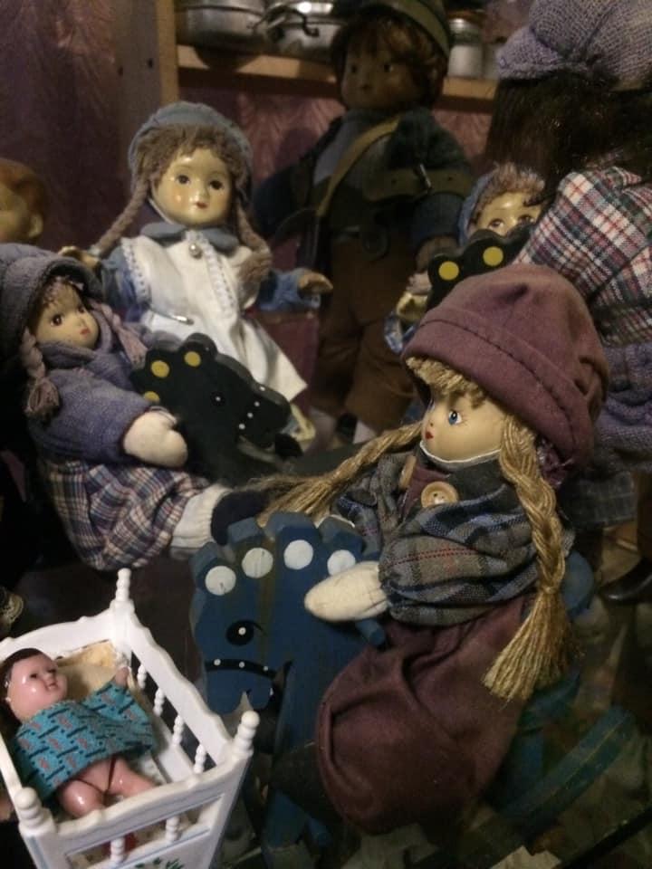 Пенсіонер з Ріпкинщини колекціонує ляльки (Фото)