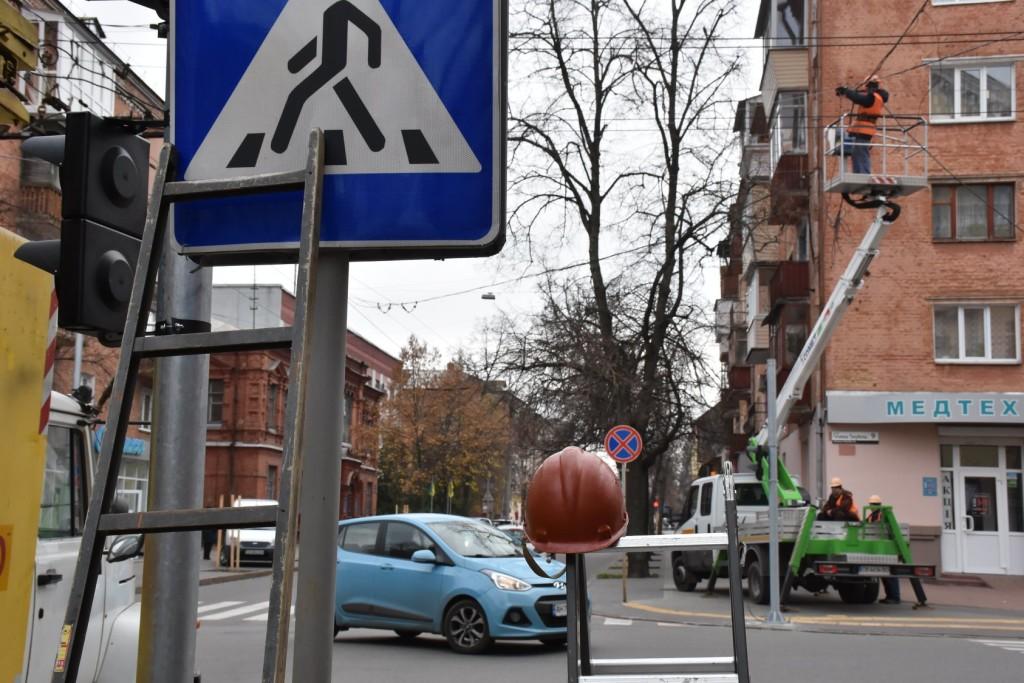 Встановлення світлофора на перехресті Гончої-Полуботка (Фото)