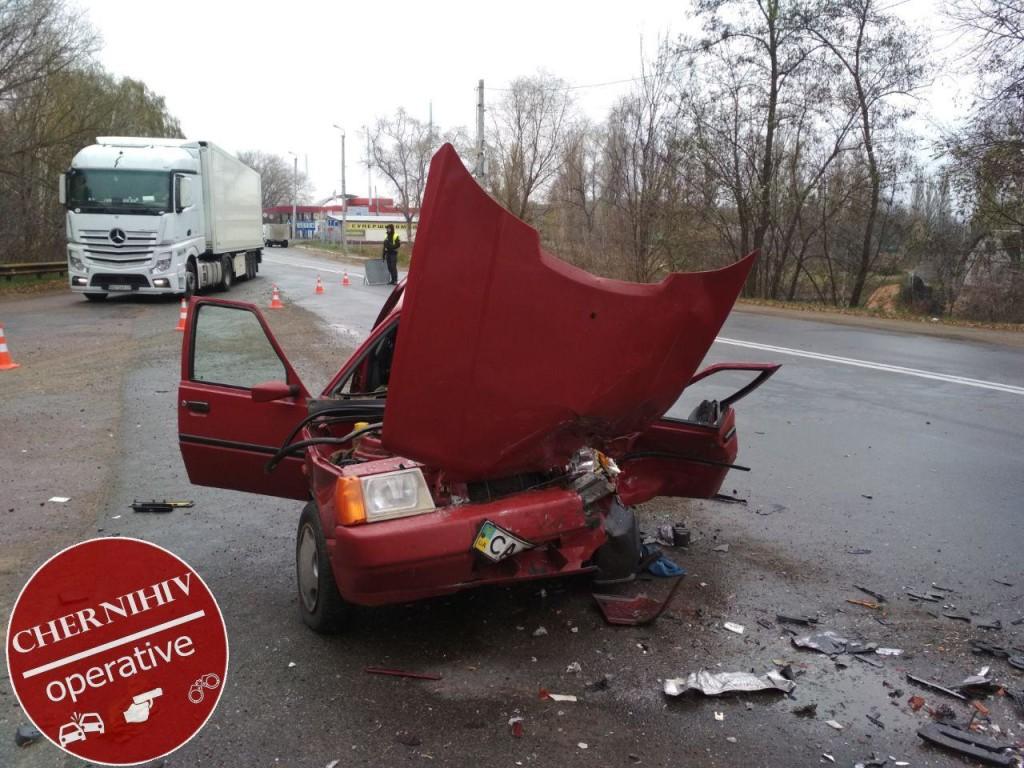 Лобове зіткнення біля тубдиспансеру: водії госпіталізовані (Фото)