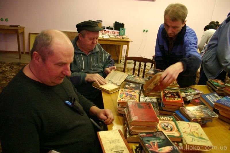 Книжки для мешканців геріатричного пансіонату (Фото)
