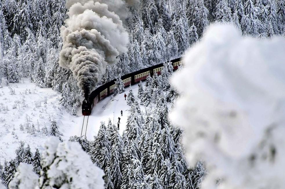 DEEMBER 8: A train on a narrow-gauge railway line makes its way through the winter landscape near Wernigerode, Germany. (Jens Schlueter/dapd)