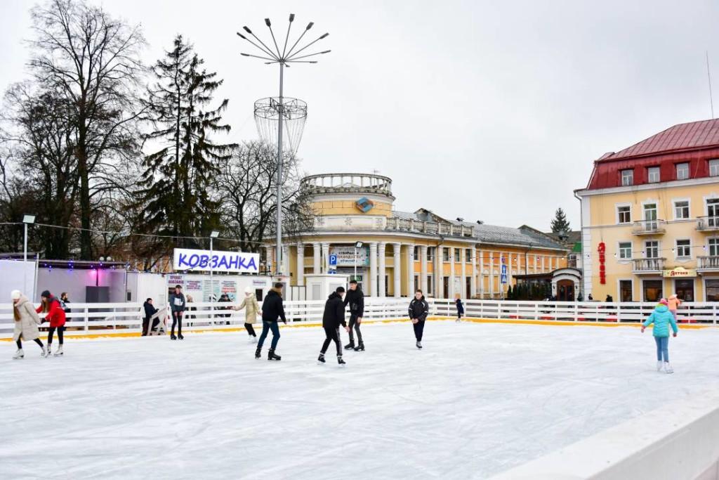 Ковзанка на Красній площі відсьогодні відкрилася для відвідувачів (Фото)