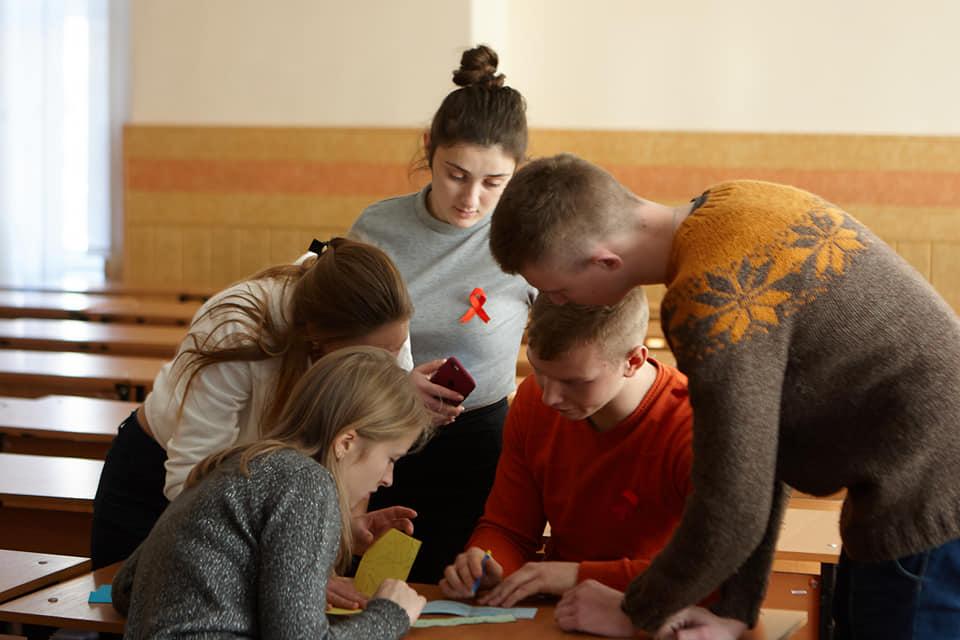 У Чернігові відбулася акція «100% переможці» на підтримку ВІЛ-інфікованих (Фото)