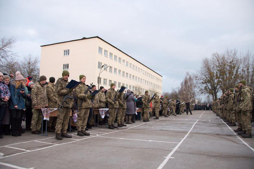 Більше двох тисяч строковиків та контрактників поповнили «Десну» (Фото)