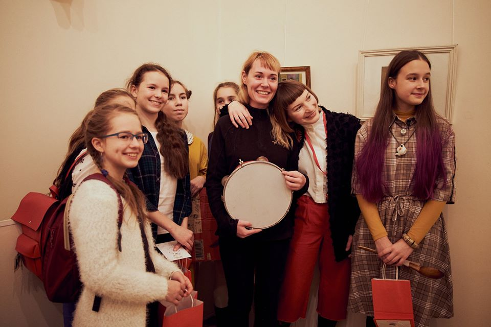 Фінісаж «Шаленого чаювання»: маленькі художники провели екскурсію власними роботами (Фото)