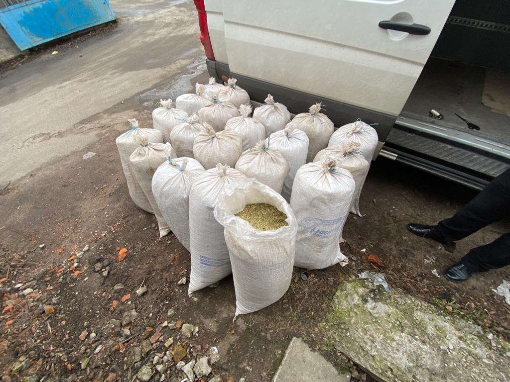 В Чернігівській області вилучено партію тютюну, вартістю  понад 1 млн гривень (Фото)