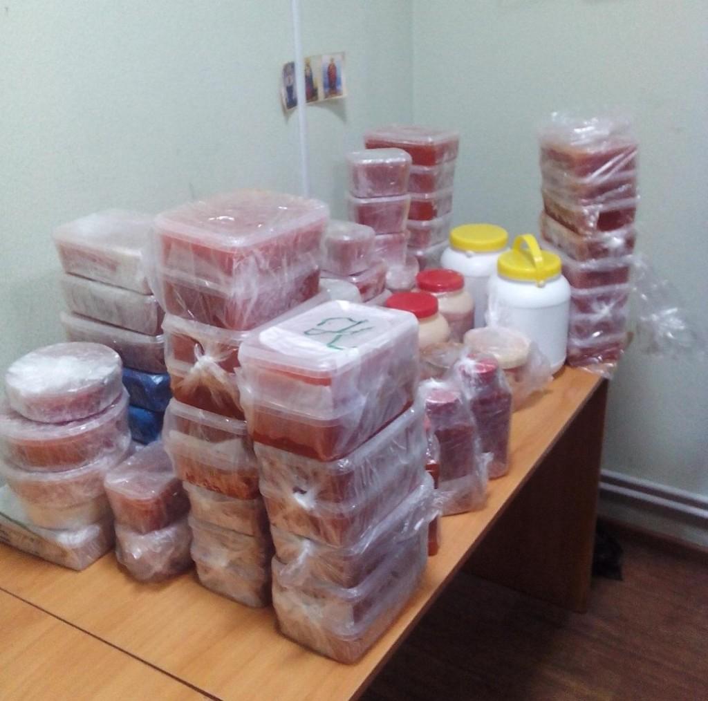 Через чернігівський кордон хотіли провезти 85 кг червоної ікри (Фото)