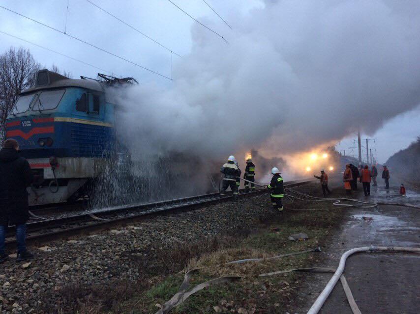 У Бахмацькому районі загорівся локомотив потягу Шостка-Київ (Фото)