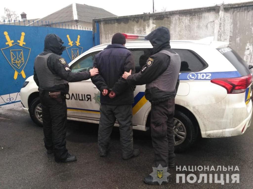 Суд обрав міру запобіжного заходу для чоловіка, який напав на поліцейського (Фото)