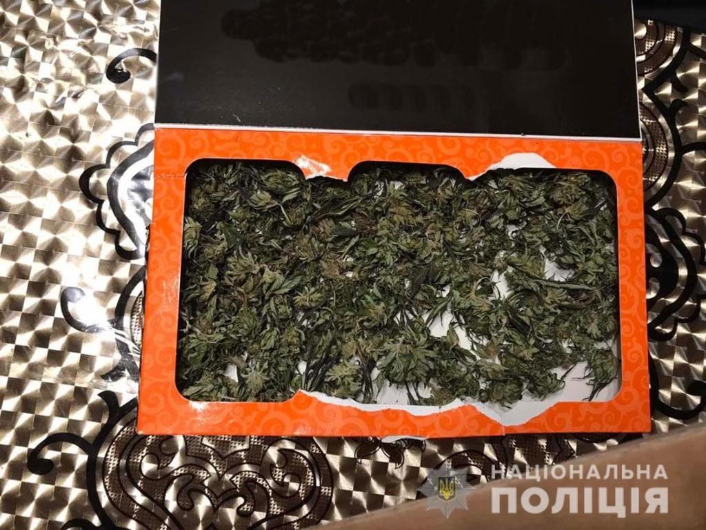 Чернігівець зберігав у себе вдома зброю та наркотики (Фото)