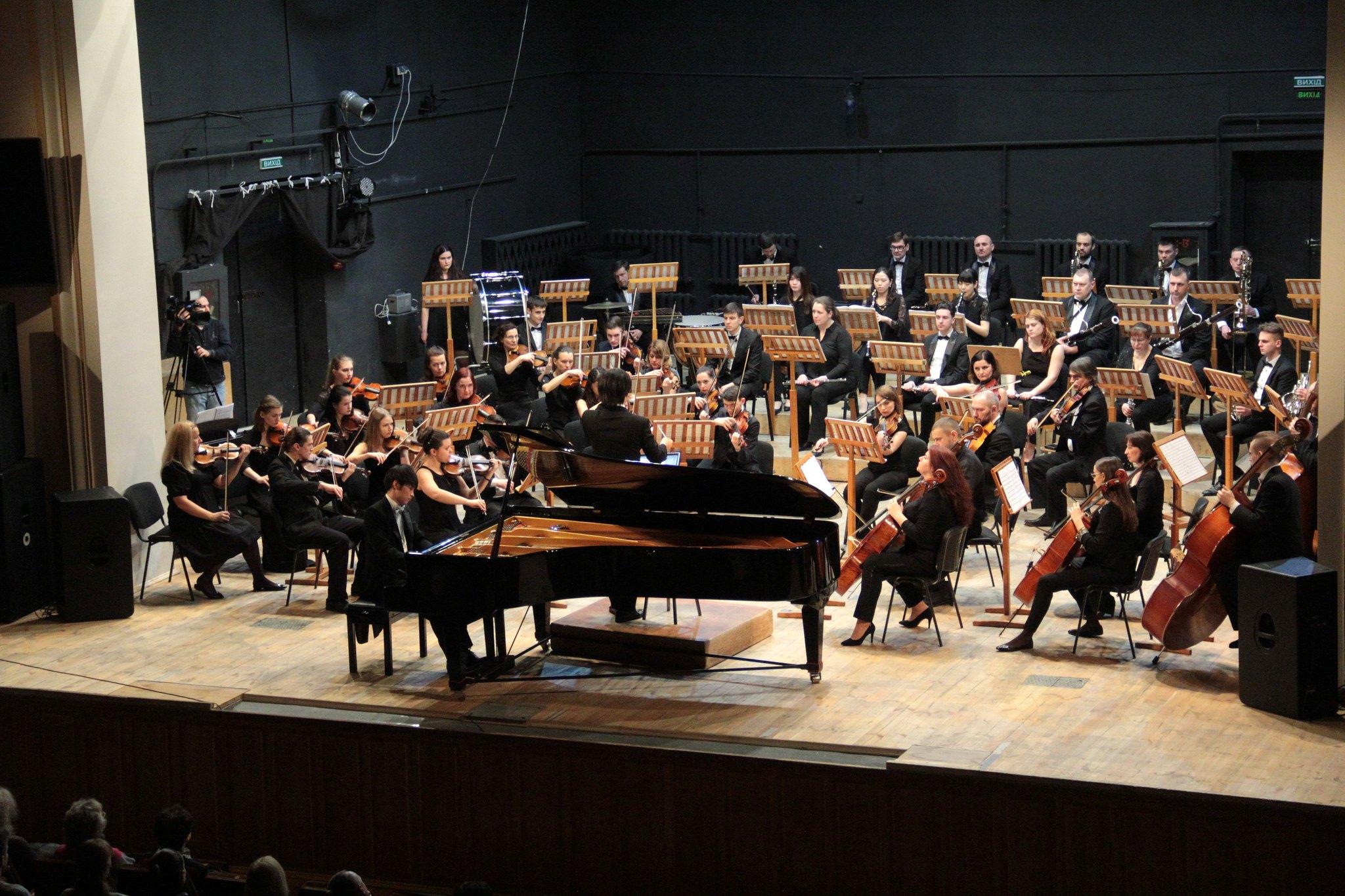 """Сота Цучія, Масаічі Такеучі і оркестр """"Філармонія"""" під диригуванням Міцунобу Такая  (Фото)"""