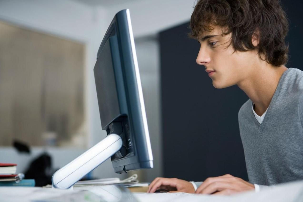 1521553538_student_computer_98477366-56a1ada65f9b58b7d0c1a175