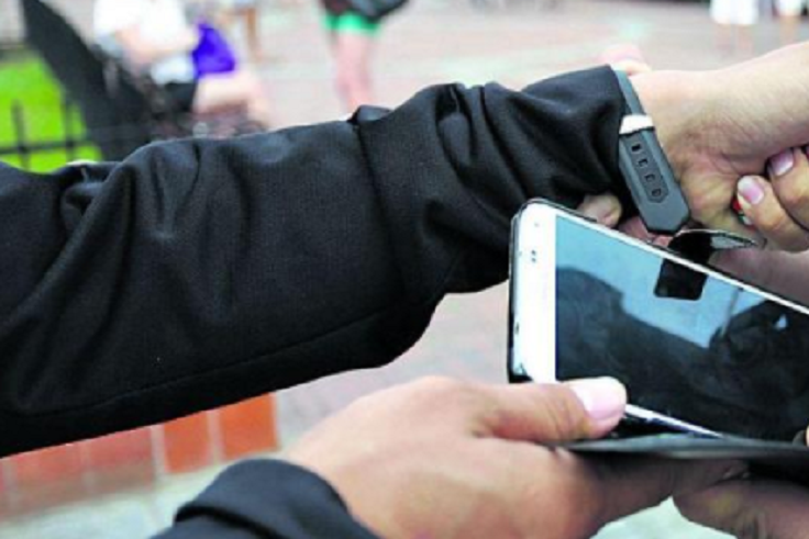 Боровся за iPhone і втік: грабіжнику загрожує суд – ЧЕline  