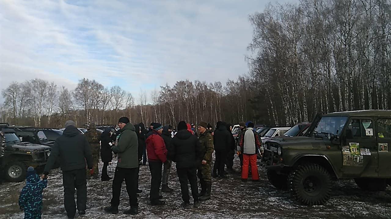 В Чернігові влаштували перегони по бездоріжжю на позашляховиках (Фото)